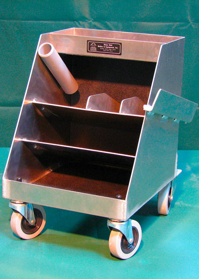 Basic Shoeing Box with 2 Shelves and Wheels